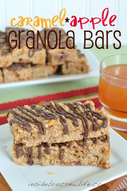 Caramel Apple Granola Bars - easy snack bars loaded with caramel, oats, and apple goodness. Great fall treat!