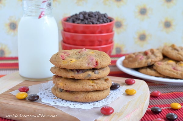 Pumpkin Pudding Cookies - soft chewy cookies made with pumpkin pudding, chocolate chips and M and M candies  http://www.insidebrucrewlife.com