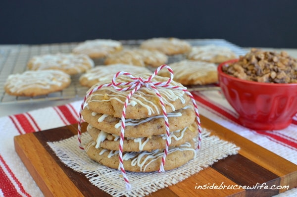 Toffee Apple Pie Cookies - apple bits and toffee in a cookie that tastes like pie http://www.insidebrucrewilfe.com