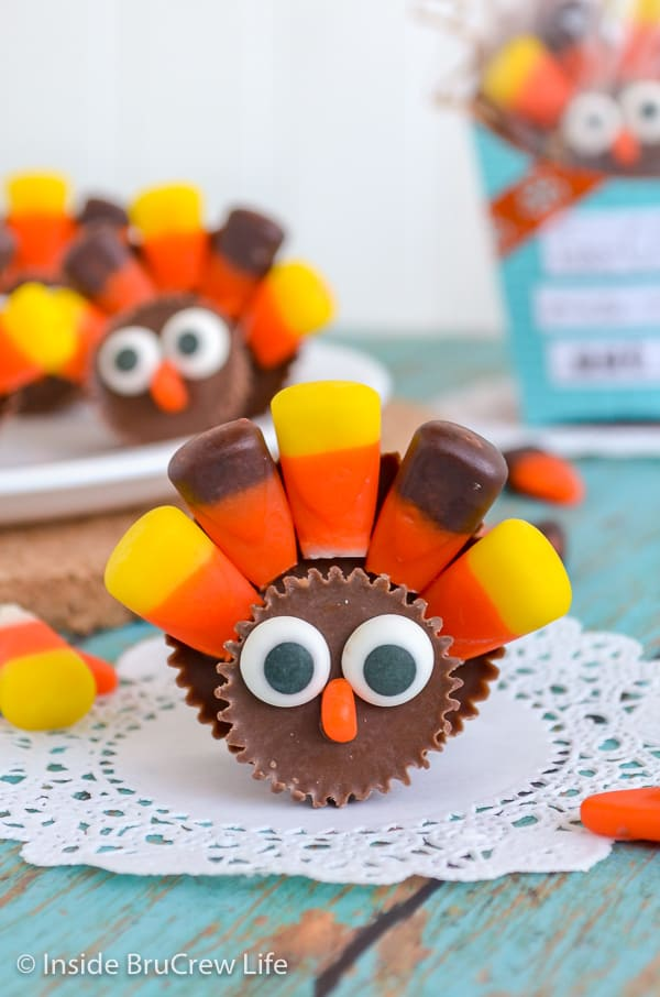 Reese's Turkeys - these cute turkey treats are made from peanut butter cups and candy corn. Easy Thanksgiving day treat to put at each place setting on your dinner table. #reeses #peanutbuttercups #turkeyday #thanksgiving #candyturkey