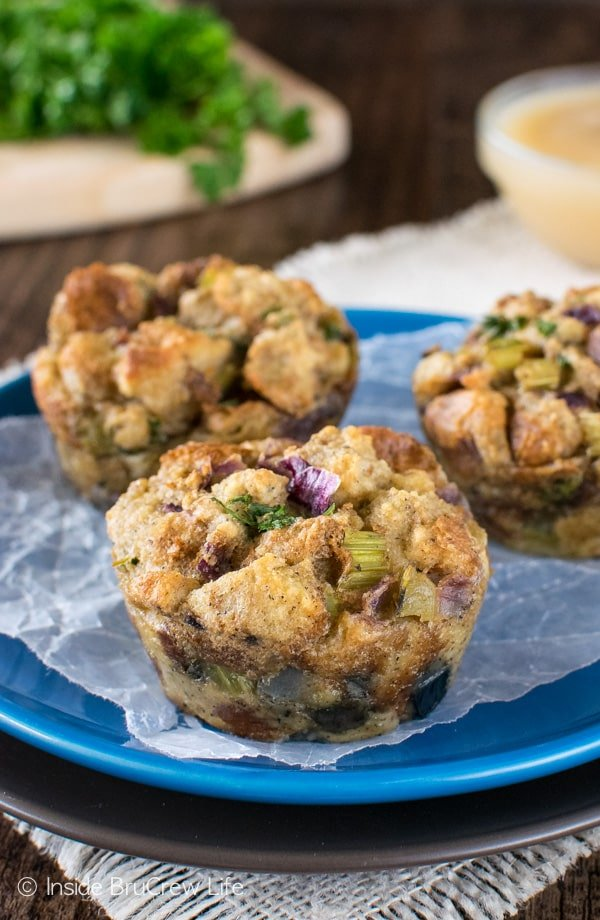 Stuffing Muffins - bake your traditional stuffing mixture in a muffin tin for an easy way to change up the traditional dish. Great recipe for Thanksgiving dinner! #dinner #stuffing #thanksgiving #holiday #stuffins #sidedish