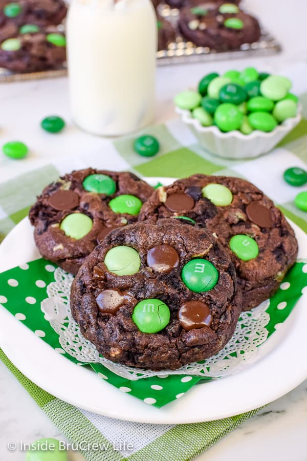Chocolate Mint Cookies - three kinds of mint candies and cookies turn this chocolate cake mix cookie into a dream dessert for chocolate lovers. Fill your cookie jar with a batch of these easy cookies! #cakemix #chocolate #cookie #mint #cakemixcookies #cookiejar #andesmintchips