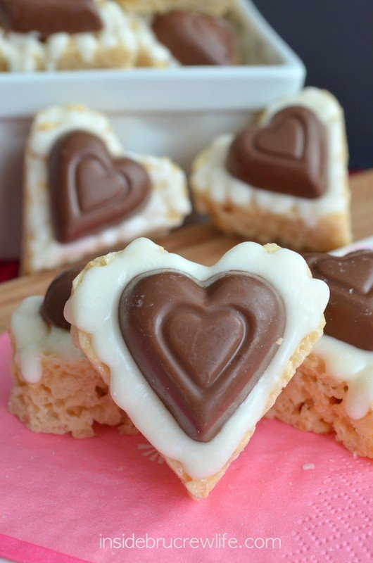 White Chocolate Reese's Krispie Hearts - easy no bake treat with white chocolate and peanut butter candies!