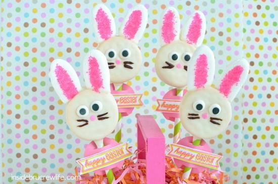 Oreo Bunny Pops - cute idea for an Easter centerpiece