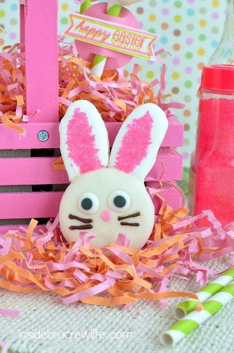 Oreo Bunny Pops - these cute chocolate covered Oreo cookies would be a great Easter treat idea