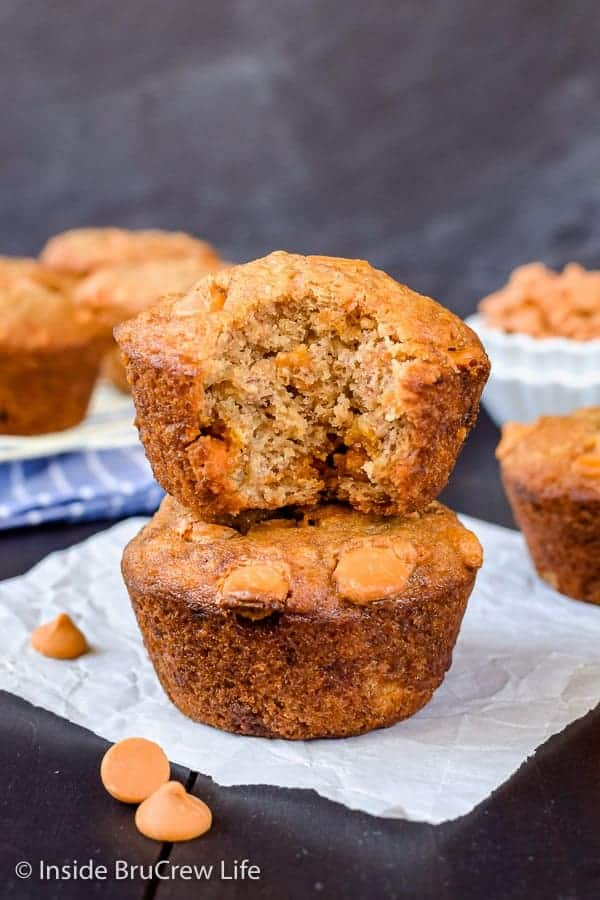 Butterscotch Banana Muffins - these easy banana muffins are loaded with sweet butterscotch chips. Make these muffins to snack on for breakfast or after school #banana #muffins #butterscotch #breakfast #afterschooolsnack