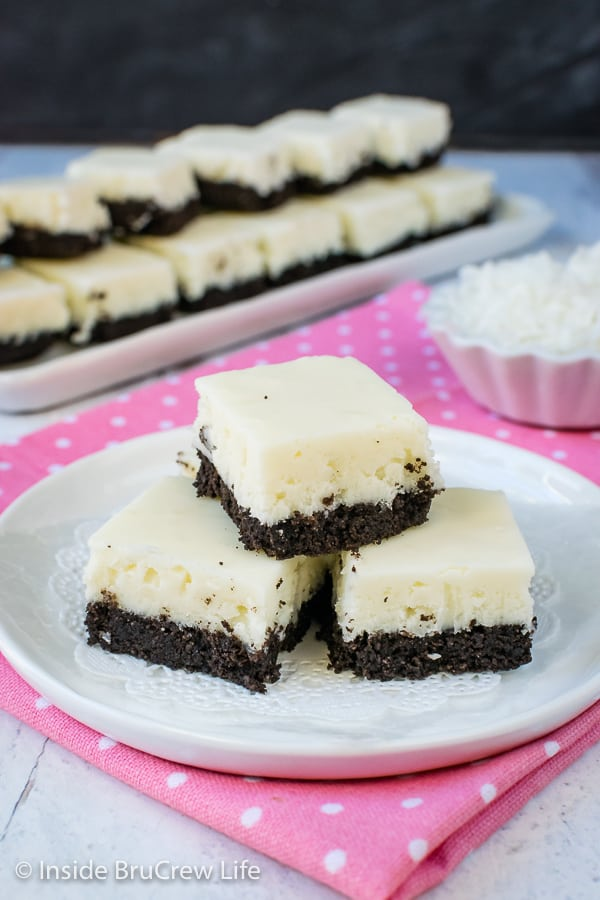 Coconut Oreo Fudge - this easy fudge has three times the coconut and a cookie crust. It is the perfect spring or summer dessert. #fudge #coconut #Oreocookies #nobake #spring #Easter #dessert #coconutcream