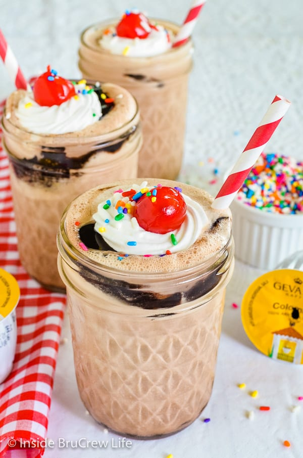 Mocha Fudge Milkshakes - coffee, ice cream, and hot fudge makes this easy dessert the perfect treat on a hot summer day. #milkshake #coffee #mocha #fudge #recipe #summerdessert