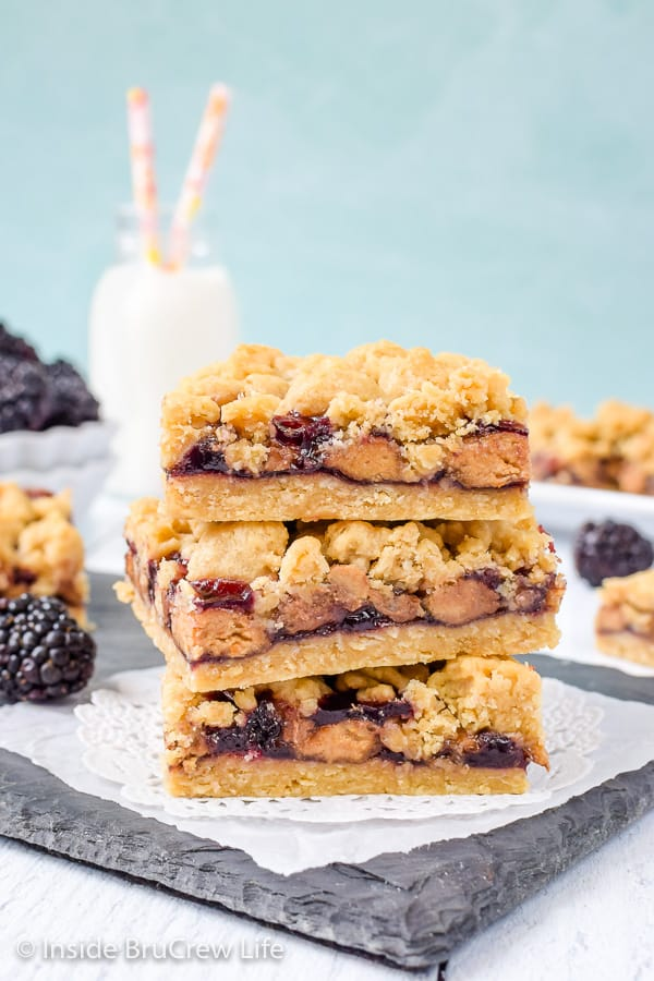 Peanut Butter and Jelly Crumb Bars - blackberry jelly and peanut butter cups make these easy crumble bars taste so good. Easy cookie bar for dessert or after school snacks! #peanutbutterandjelly #cookiebars #peanutbuttercups #blackberry #backtoschool