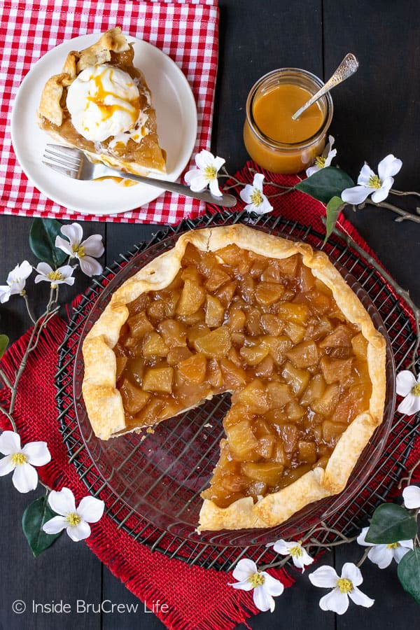 Cheesecake Apple Pie - cheesecake and homemade apple pie filling in a pie crust. Enjoy this recipe for fall parties! #apple #pie #fall #recipe #cheesecake #applepie #caramel
