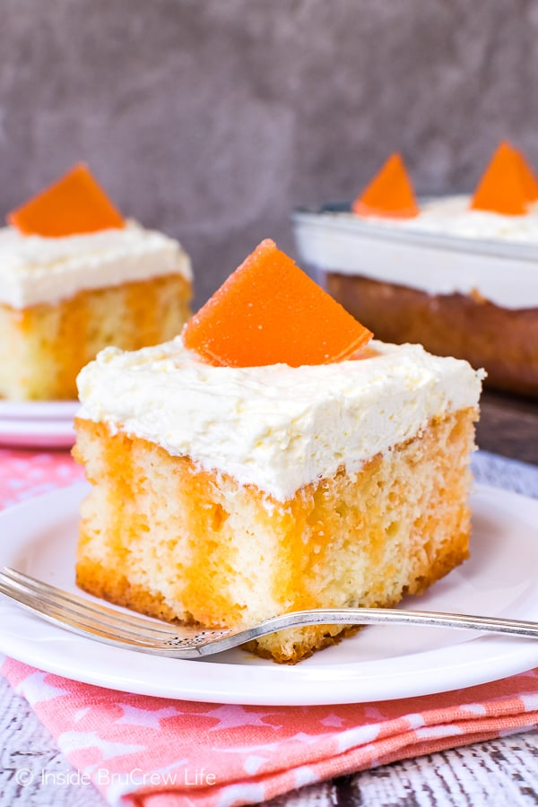 Orange Creamsicle Poke Cake - orange Jello and vanilla mousse frosting make this easy poke cake a delicious dessert. Easy recipe to make and share at summer parties and picnics. #cake #orange #summerdessert #recipe #Jello #jellocake #puddingfrosting