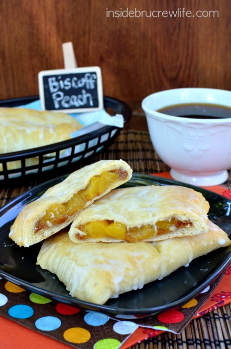 Biscoff Peach Empanadas - little hand help pies filled with peach pie filling and cookie butter! Awesome dessert recipe!