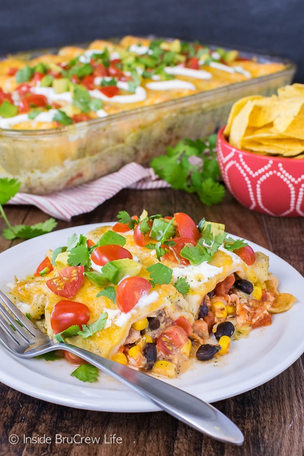 Easy Chicken Enchiladas - this easy meal is loaded with shredded chicken, beans, and veggies. Great dinner recipe for busy nights! #dinner #chicken #enchiladas #mexican #greensauce #easydinner