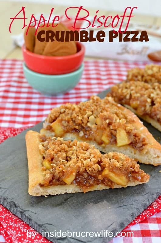 Apple Biscoff Crumble Pizza - pizza crust topped with Biscoff spread, apples, and a crumble topping with oats and Biscoff cookies https://www.insidebrucrewlife.com