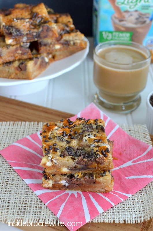 Caramel Macchiato Gooey Cake Bars - cake mix bars topped with caramel, white chocolate, chocolate chips, and a coffee sweetened condensed milk http://www.insidebrucrewlife.com