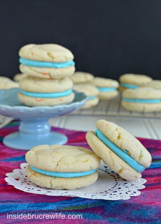 Cotton Candy Whoopie Pies - easy cake mix cookies filled with a Cotton Candy frosting https://www.insidebrucrewlife.com