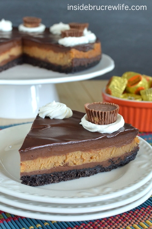 Peanut Butter Cup Cheesecake - layers of chocolate and peanut butter cheesecake with a chocolate topping and peanut butter cup candies. Make this recipe and watch everyone smile. #cheesecake #peanutbutter #chocolate #peanutbuttercups