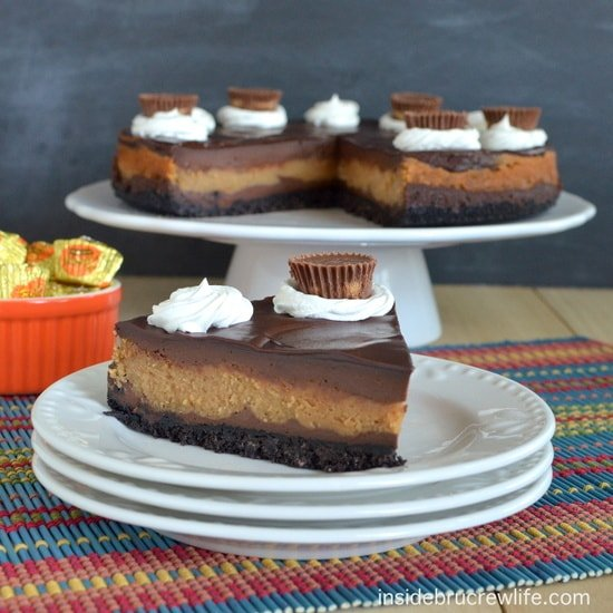 Peanut Butter Cup Cheesecake - easy layers of chocolate and peanut butter with an Oreo cookie crust. #cheesecake #peanutbutter #chocolate #peanutbuttercups