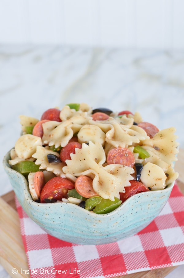 Pizza Pasta Salad - pasta loaded with pizza toppings and dressing makes an easy dinner