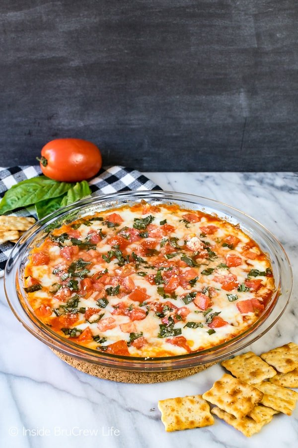 Tomato Basil Pizza Dip - tomatoes and basil add a fresh flavor to this melted cheese appetizer. Easy recipe to make for an after school snack or game day party. #cheese #dip #hotdip #tomato #gameday #appetizer #afterschoolsnack