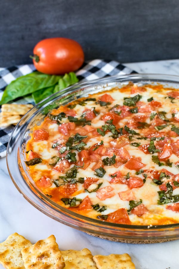 Tomato Basil Pizza Dip - gooey cheese loaded with fresh tomatoes and basil makes a delicious appetizer. Easy recipe for after school snacks or game day parties. #cheese #dip #hotdip #tomato #gameday #appetizer #afterschoolsnack