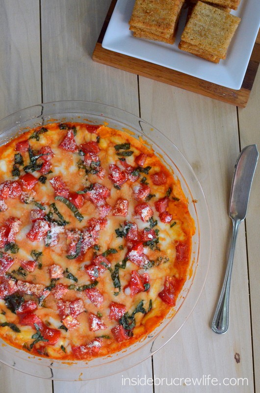 Tomato Basil Pizza Dip - melted cheese topped with fresh tomatoes and fresh basil http://www.insidebrucrewlife.com