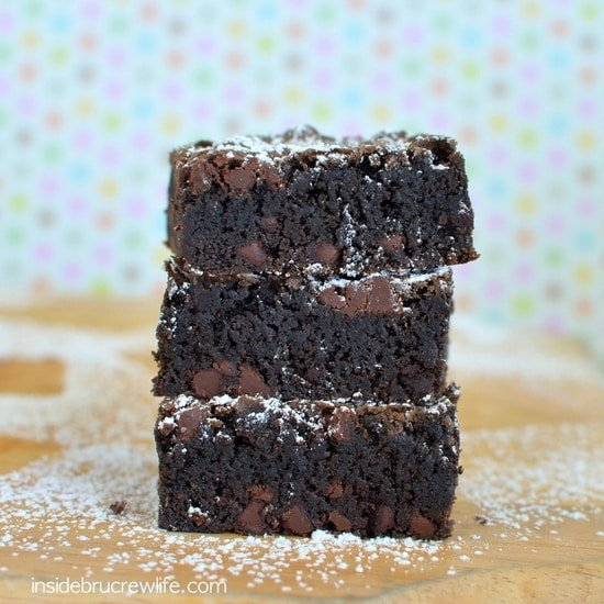Homemade Chocolate Chip Brownies - rich fudgy brownies filled with chocolate chips and topped with powdered sugar are a must make. #brownies #homemade #recipe #chocolate