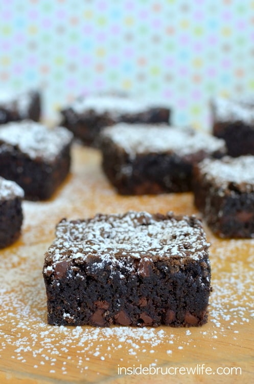 Homemade Chocolate Chip Brownies - these fudgy brownies have a crackly top and are filled with chocolate chips. Make this easy recipe for dessert. #brownies #homemade #recipe #chocolate