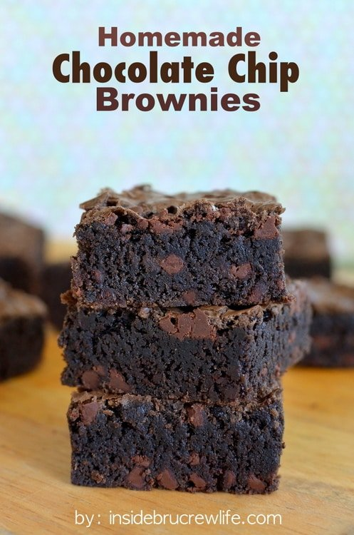 Homemade Chocolate Chip Brownies - this easy brownie is loaded with chocolate chips. Make this recipe to satisfy all your chocolate cravings! #brownies #homemade #recipe #chocolate