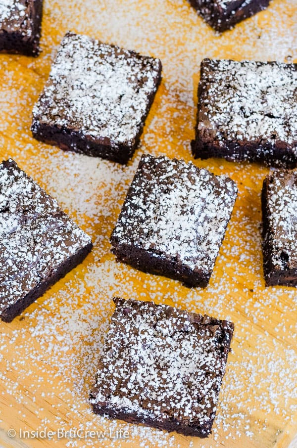 Homemade Chocolate Chip Brownies - a pan of dark rich brownies loaded with chocolate chips will satisfy all your chocolate cravings. Make this easy recipe for all your parties and picnics! #brownies #homemade #recipe #chocolate