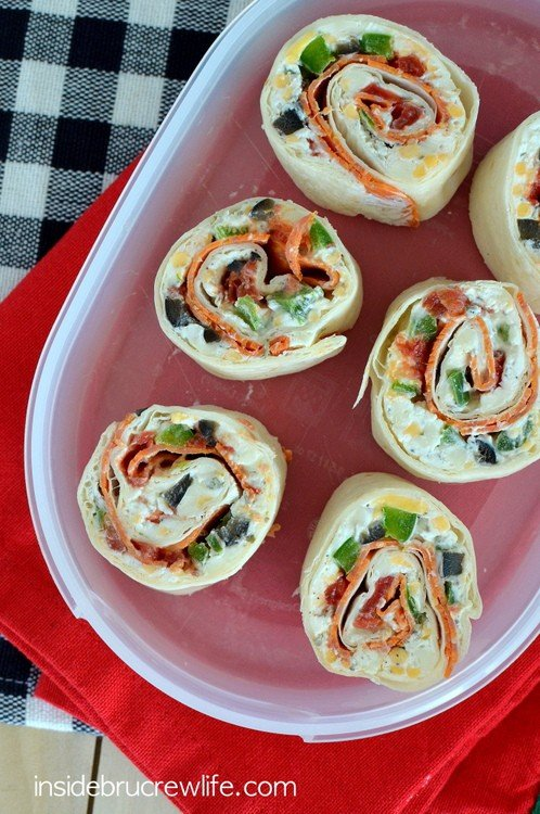 Pizza Pinwheels - easy pizza flavored appetizers that are full of dairy to fuel school lunches and after school snacks https://www.insidebrucrewlife.com