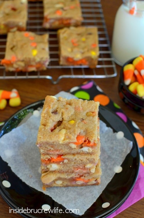 Peanut Butter Candy Corn Blonde Brownies - peanuts, candy corn, and Reese's pieces inside a peanut butter blonde brownie www.insidebrucrewlife.com