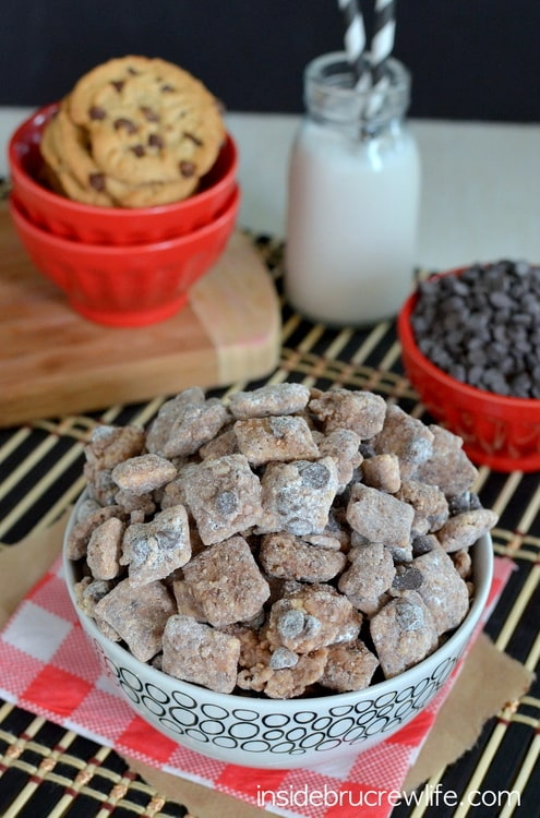 Chocolate Chip Cookie Muddy Buddies - chocolate chip cookie coated chex mix makes this so irresistible www.insidebrucrewlife.com