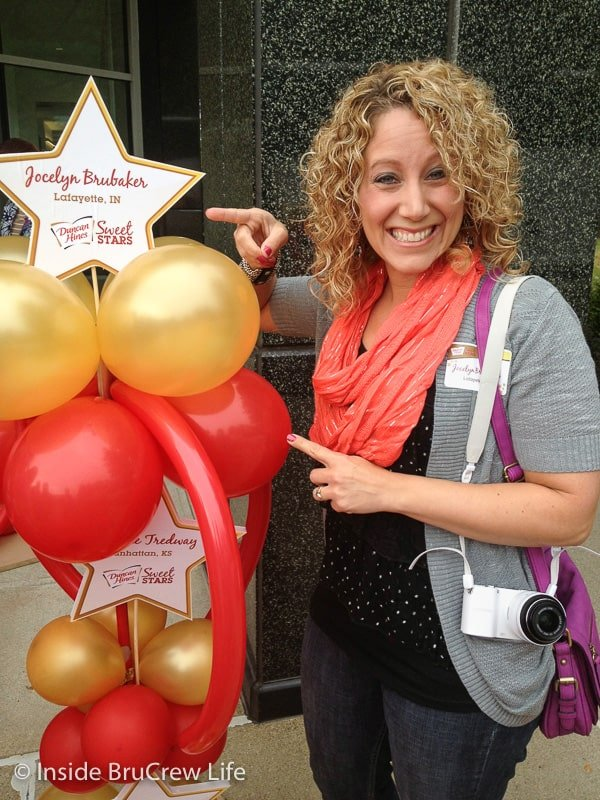 A balloon award with the blogger/fudge winner Jocelyn pointing at it
