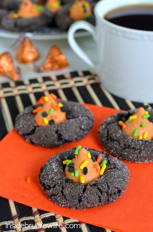 Mocha Pumpkin Spice Cookies - dark chocolate and pumpkin spice kisses make these cookies completely irresistible www.insidebrucrewlife.com