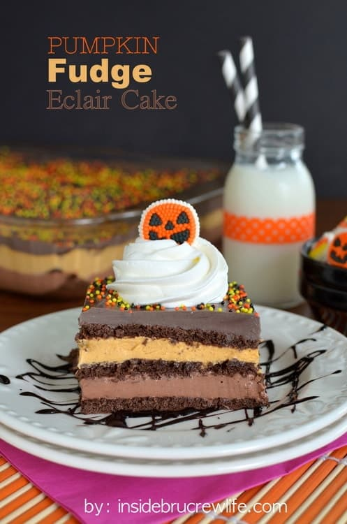 Pumpkin Fudge Eclair Cake - pumpkin and chocolate fudge pudding layered with Cool Whip and chocolate graham crackers www.insidebrucrewlife.com