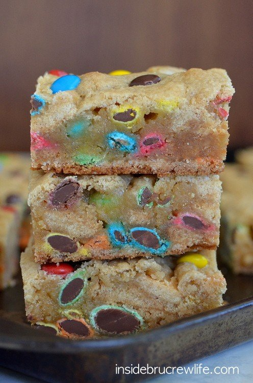 Easy and delicious blonde brownies filled with lots of M&M candies