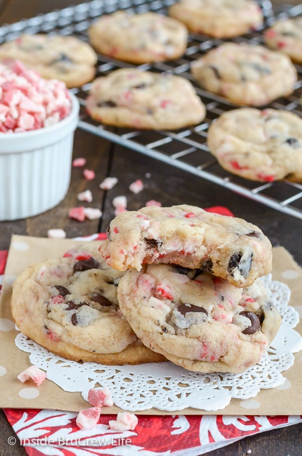 Oreo Peppermint Crunch Cookies - chocolate chips, peppermint bits, and Oreo cookies turn these cake mix cookies into the best holiday treat. Great recipe for Christmas parties! #cookies #peppermint #cookiesandcream #holiday #christmas #cakemixcookies