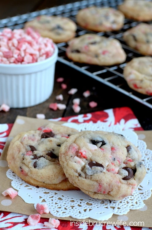 Oreo Peppermint Crunch Cookies from www.insidebrucrewlife.com - this easy peppermint cookie will disappear just as fast as you make them