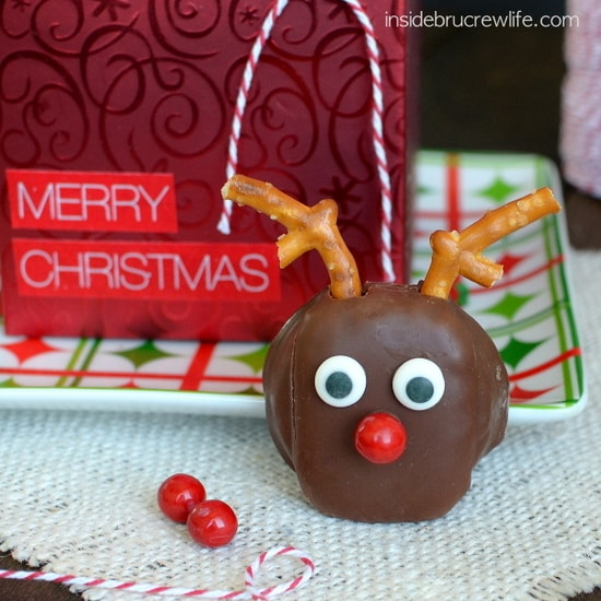 These easy Reindeer Snack Cakes are a fun holiday treat.
