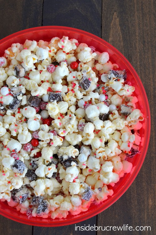 White Chocolate Peppermint Pattie Popcorn - white chocolate, marshmallows, & peppermint candies makes this the best snack mix recipe!