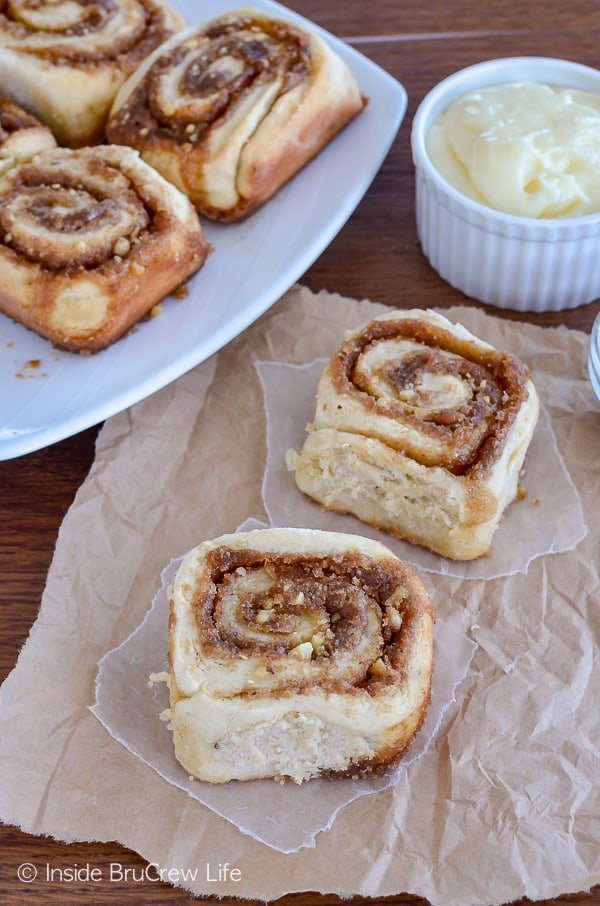 Banana Nut Cinnamon Rolls - these easy homemade breakfast rolls are ready to eat in 45 minutes. Great recipe for using up ripe bananas! #banana #noyeast #cinnamonrolls #breakfast #sweetrolls #bananabreadrolls