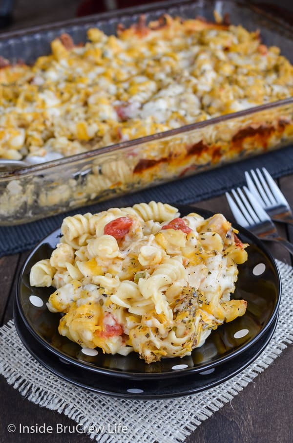 Chicken Supreme Pasta Bake - this cheesy chicken pasta bake is loaded with veggies and chicken. Make this easy pasta recipe and enjoy a comfort food meal for dinner. #pasta #chickencasserole #pastabake #pasta #cheesychickenpasta #comfortfood #chicken #recipe