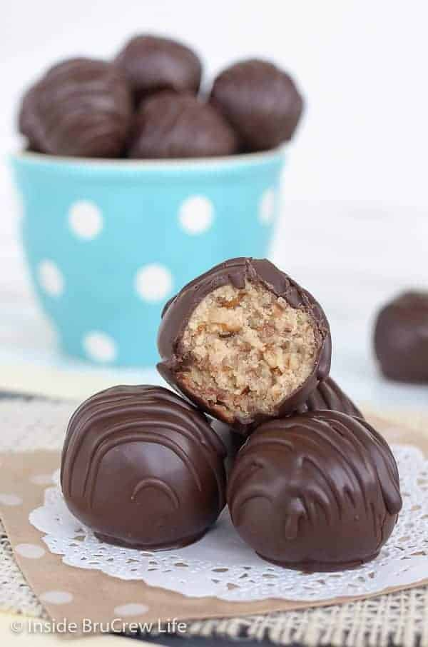 Amaretto Pecan Cookie Dough Truffles - these easy no bake cookie dough bites are loaded with pecans and dipped in dark chocolate. Make this easy recipe to add to cookie trays for the holidays! #nobake #cookiedough #pecan #truffles
