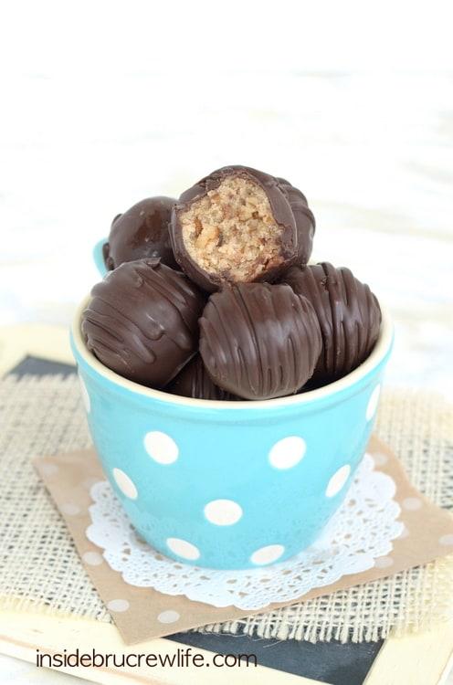 Amaretto Pecan Cookie Dough Truffles - no egg pecan cookie dough truffles that taste amazing when dipped in amaretto dark chocolate
