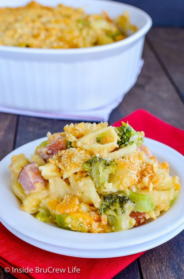 Ham and Broccoli Pasta Bake - lots of cheese, meat, and veggies make this homemade casserole disappear every time. Great recipe for dinner! #ham #pasta #easydinner #recipe #broccoli #cheese #comfortfood #easydinnerrecipe #cheesypasta