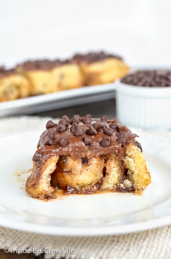 Chocolate Chip Cinnamon Rolls - add chocolate chips and chocolate frosting to these no yeast cinnamon rolls for a great breakfast treat. Easy recipe to make for weekend brunch! #cinnamonrolls #noyeast #chocolate #breakfast