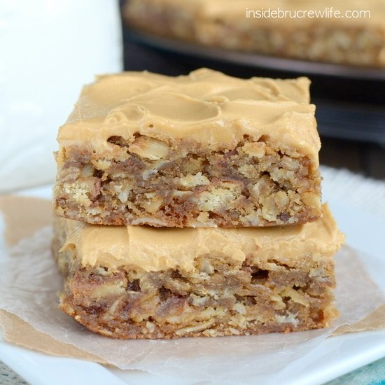 Java Twix Oatmeal Bars - oatmeal bars with candy bars and a coffee frosting for the dessert win