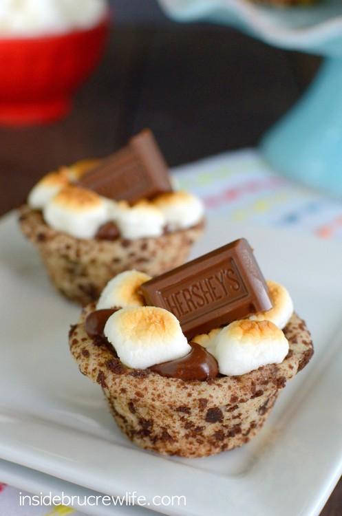 These cookie cups are an easy way to enjoy a s'mores without the mess of a campfire.  So delicious and fun!