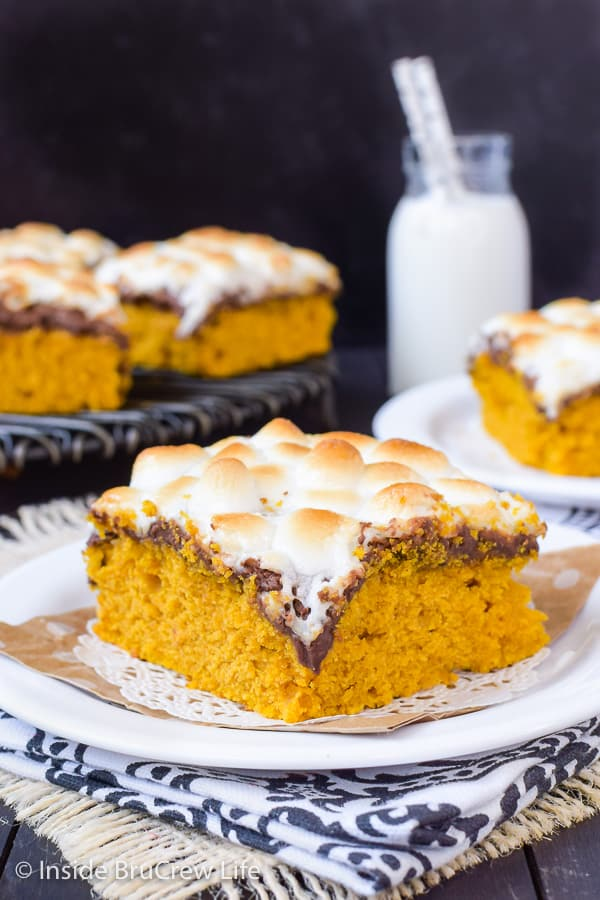 Best Pumpkin S'mores Bars - soft pumpkin cake bars topped with gooey marshmallows and chocolate makes a great fall dessert! #pumpkin #pumpkinbars #smores #chocolate #marshmallow